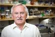 Пол Модрич нашел способ, с помощью которого клетки исправляют ошибки в ДНК в процессе деления. Этот механизм — репарация ошибочно спаренных оснований — актуален, когда в одной цепи из двухцепочечной ДНК пропущено основание, а в другой — нет. Он уменьшает частоту ошибок в ДНК примерно в тысячу раз.