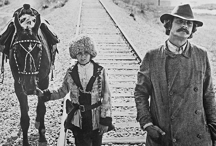 """Кадр из кинофильма """"Свой среди чужих, чужой среди своих"""", 1974 год."""