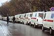 Утром 26 октября был произведен штурм здания. В результате спецоперации все террористы были уничтожены. На фото: Колонна машин скорой помощи, собранная для помощи пострадавшим. 2002 год.
