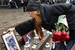 """23 октября 2002 года в театральном центре на Дубровке террористы во время мюзикла """"Норд-Ост"""" взяли в заложники более 900 человек и удерживали их на протяжении трех дней. На фото: Акция памяти, посвященной 13-й годовщине трагических событий в Театральном центре на Дубровке."""