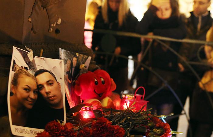 Акция памяти жертв авиакатастрофы Airbus A321 на Дворцовой площади в Санкт-Петербурге