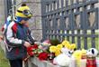 Игрушки и букеты цветов у посольства России в Минске
