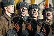 Военнослужащие в исторической форме на марше, посвященном 74-й годовщине военного парада 7 ноября 1941 года