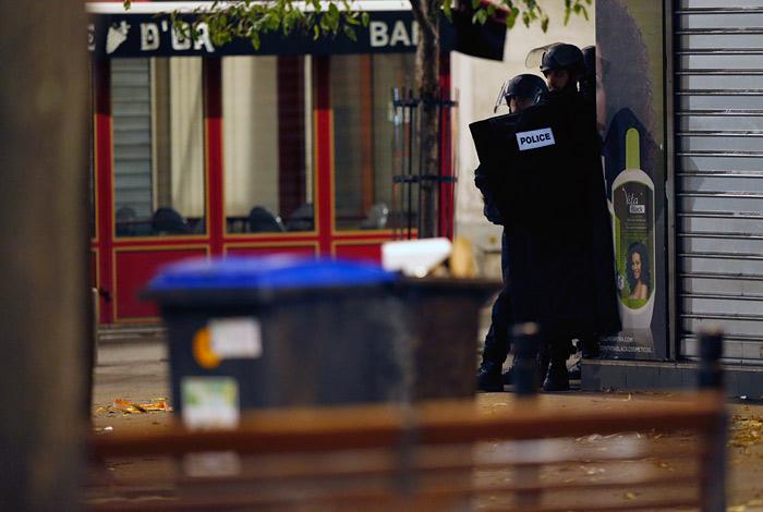 В ходе спецоперации ранения получили не менее двух полицейских