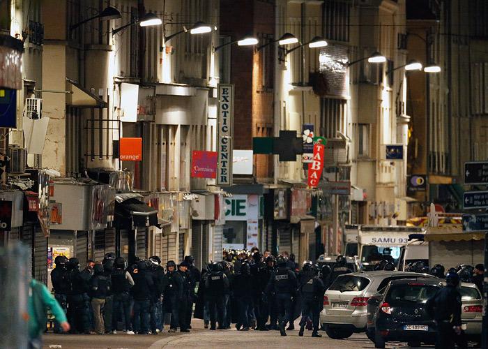 По предварительным данным, французские полицейские ликвидировали трех предполагаемых террористов