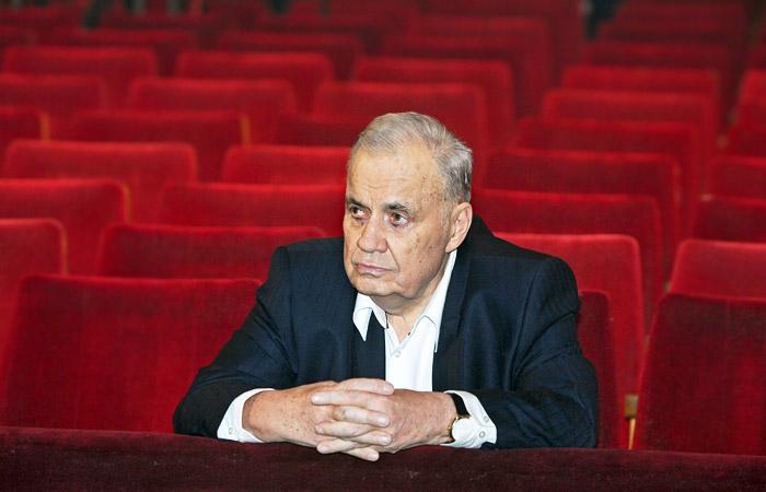 Эльдар Рязанов в зале Московского театра оперетты перед началом торжественного вечера, посвященного 80-летию режиссера. Ноябрь 2007 года.