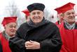Эльдар Рязанов на церемонии открытия бронзового бюста в свою честь на территории Гуманитарного университета профсоюзов. Декабрь 2007 года.