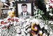 Жители Липецка оставляют цветы и свечи у памятника авиаторам в память о Герое России Олеге Пешкове
