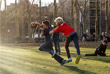 Дети играют в парке Нью-Йорка