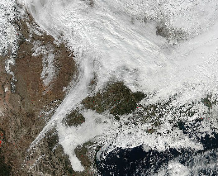 Приближающаяся к США снежная буря на снимке НАСА
