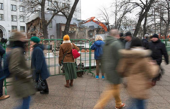 В ночь на 9 февраля столичные власти при поддержке судебных приставов и полиции начали снос торговых павильонов в разных районах Москвы
