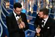 """Певец Джимми Нейпс (слева) и Сэм Смит с  наградой за песню Writing's on the Wall к фильму """"007: Спектр"""""""