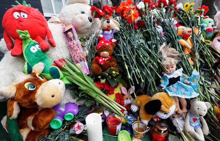 Цветы в память об убитом ребенке