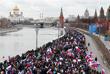 Участники митинга у Кремлевской набережной в Москве