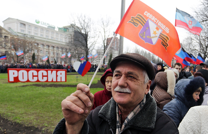 Мероприятия в честь годовщины воссоединения Крыма и России на центральной площади Донецка