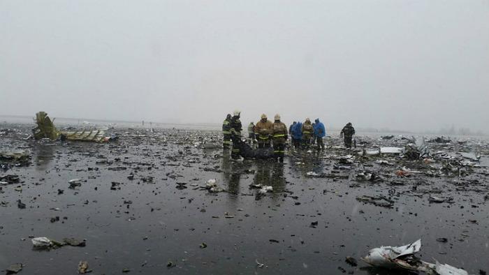 На месте крушения пассажирского лайнера авиакомпании Flydubai в аэропорту города