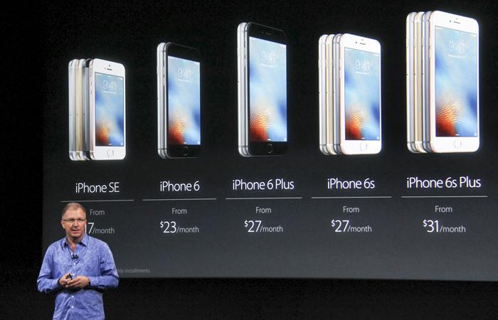 Вице-президент Apple Грег Джозвяк представляет iPhone SE