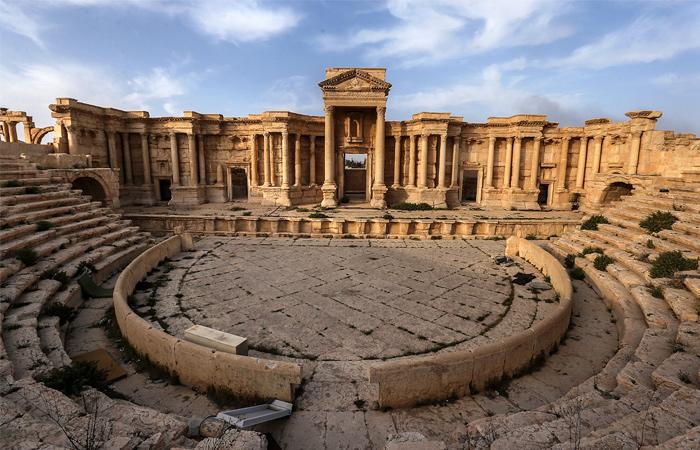 Мраморный театр, где боевики ИГ проводили показательные казни