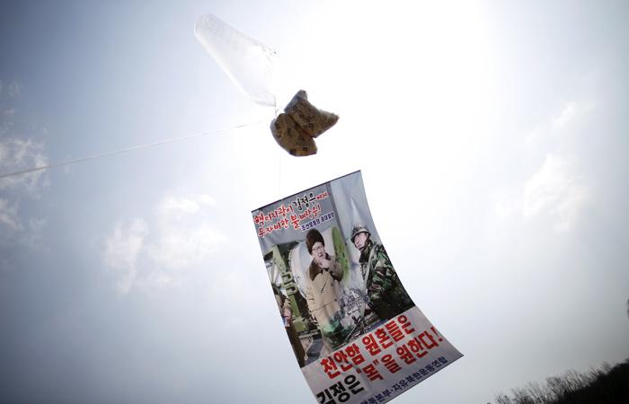 Из Южной Кореи в сторону КНДР запустили шарики со 100 тыс. агитлистовок