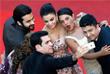 Индийская фотомодель и актриса Айшвария Рай (в центре) на красной дорожке Каннского кинофестиваля