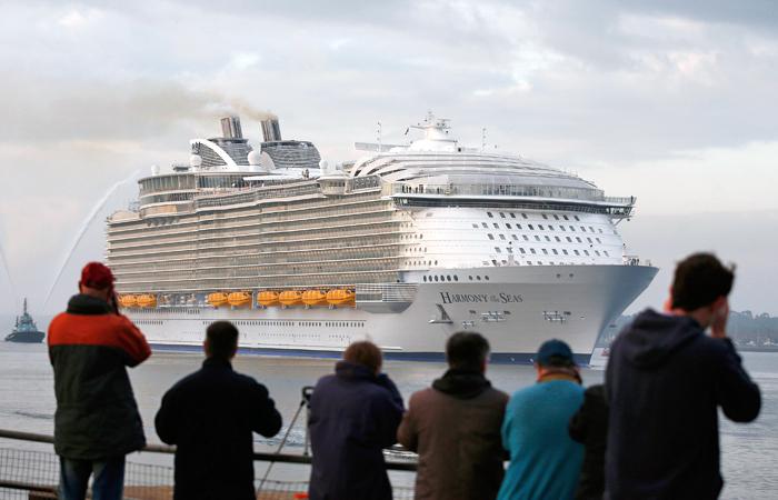 """У корабля 18 палуб, его длина составляет 362 метра, что на 50 метров больше высоты Эйфелевой башни и на треть больше длины """"Титаника"""""""