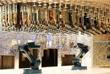 На лайнере Harmony of the Seas гостей ждет высокотехнологичный Bionic Bar, в котором роботы-бармены сами принимают и выполняют заказы на коктейли