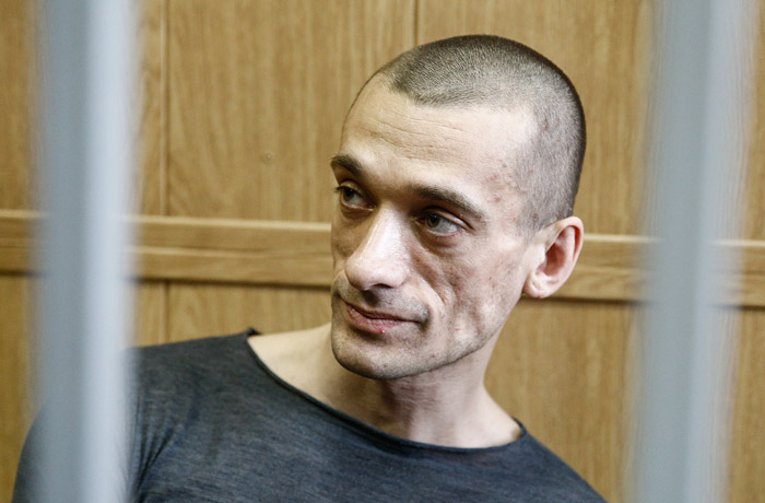Суд принял иск к Павленскому почти на полмиллиона рублей за поджог двери ФСБ