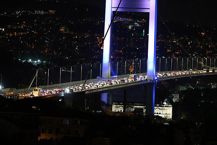 Мост Босфор в Стамбуле заблокирован военными