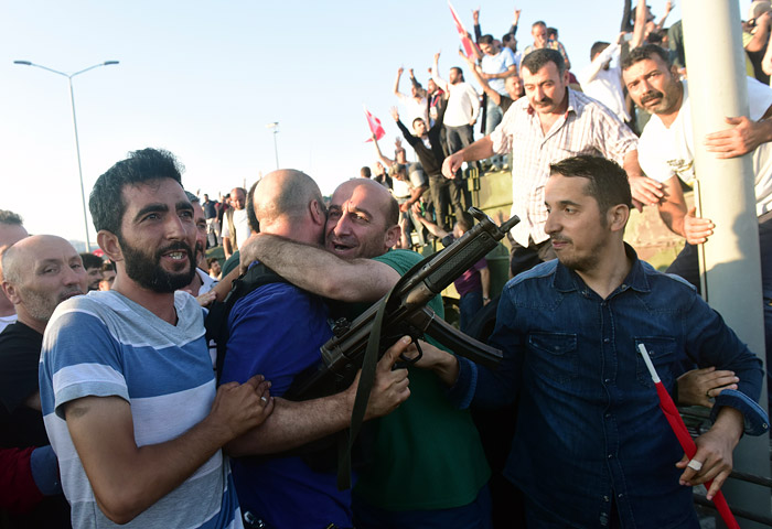 В Турции в 2017 г. арестовали 48 тыс. человек по подозрению в связях с Гюленом
