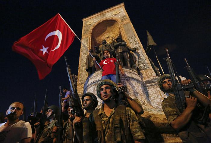 Военные на площади Таксим в Стамбуле