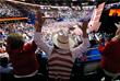 На проходящем съезде Республиканской партии вопреки внутрипартийным оппонентам большинством голосов утвердили программу, с которой она выйдет на президентские выборы 8 ноября 2016 года
