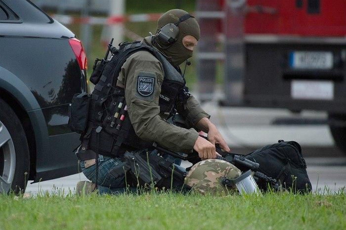 Немецкий полицейский во время спецоперации в Мюнхене