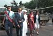 Молодожены у здания Верховного Совета РСФСР