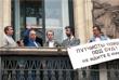 Александр Яковлев на балконе Моссовета во время митинга в поддержку демократии