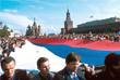Колонны манифестантов на Красной площади после победы демократических сил в России
