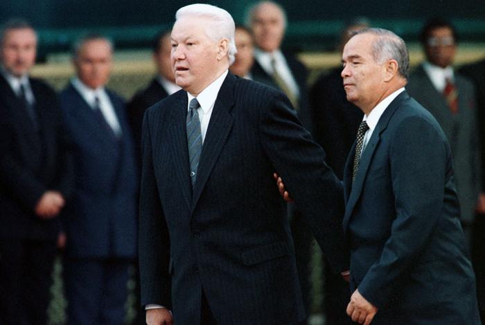Ислам Каримов приветствует президента России Бориса Ельцина в Ташкенте. 1998 год.