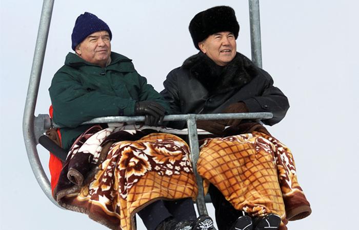 Президент Узбекистана Ислам Каримов и президент Казахстана Нурсултан Назарбаев на горнолыжном курорте Чимбулак.  2001 год.