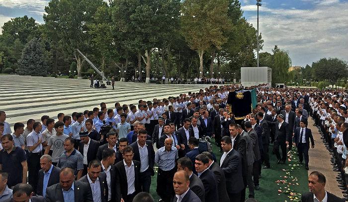 Похороны президента Узбекистана прошли на самаркандском мемориальном комплексе Шахи Зинда