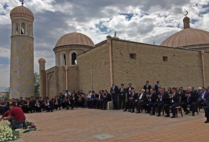 Главы иностранных делегаций на похоронах Ислама Каримова в мемориальном комплексе Шахи Зинда в Самарканде
