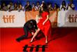 """Американский актер Оскар Айзек с коллегой по фильму """"Обещание"""" французской актрисой Шарлоттой Ле Бон на красной дорожке кинофестиваля в Торонто"""