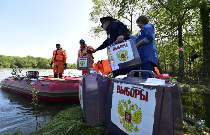 Досрочное голосование на выборах в Госдуму РФ седьмого созыва в затопленных населенных пунктах Приморского края