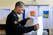 Учащийся Тихоокеанского высшего военно-морского училища имени С.О. Макарова во время голосования во Владивостоке