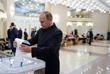 Президент России Владимир Путин на избирательном участке №2151 в Российской академии наук