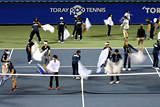 Во время матча турнира Pan Pacific в Токио, между Каролин Возняцки и Карлой Суарес Наварро, персоналу пришлось вручную просушивать корт полотенцами после дождя, чтобы спортсменки могли продолжить игру