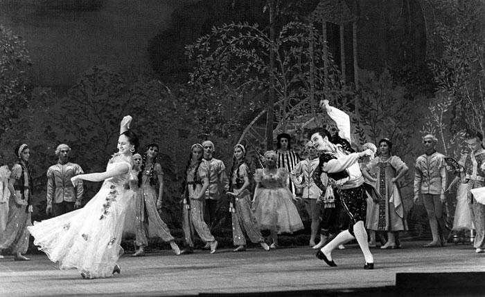 """В спектакле """"Учитель танцев"""" в театре Советской Армии. 1949 год."""