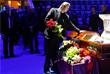 Директор Большого Московского государственного цирка Эдгард Запашный во время прощания с Олегом Поповым
