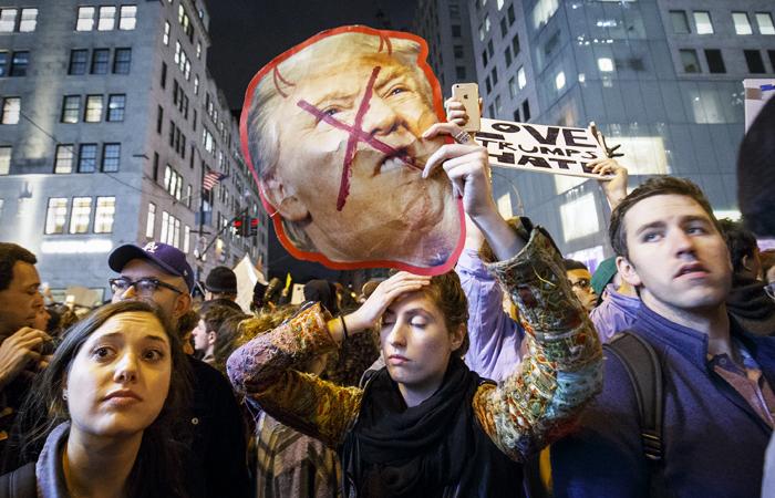 Картинки по запросу Том Стайер против трампа