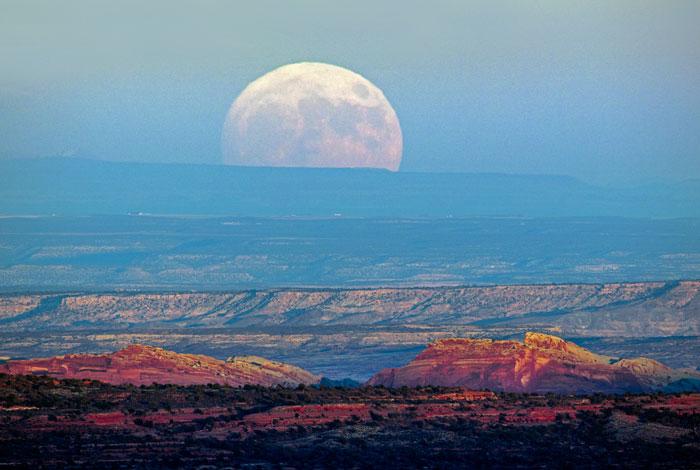 moon9_700.jpg