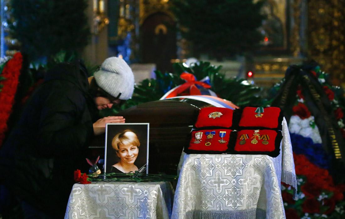 Россия сегодня провожает погибших Ту-154 в последний путь