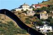 Государственная граница делит город Ногалес на две части